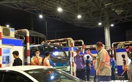 Tài xế cố thủ 2 tiếng tại trạm, BOT T2 Cần Thơ - An Giang quyết không xả cửa