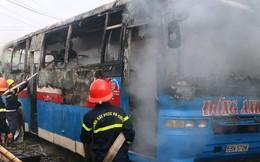 Vừa rời gara sửa chữa, xe khách 45 chỗ bỗng bốc cháy dữ dội