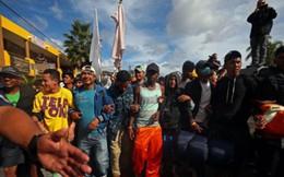 Ngăn dòng người di cư, ông Trump dọa đóng cửa biên giới Mỹ-Mexico