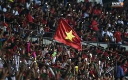 """Không phải hô """"Việt Nam vô địch"""", đây mới là lời nhắn nhủ cuối cùng của CĐV Việt Nam trong ngày chia tay sân Hàng Đẫy"""