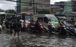 Sáng đầu tuần sau bão số 9 Sài Gòn vẫn ngập nặng, nhiều nơi kẹt xe suốt 3 giờ