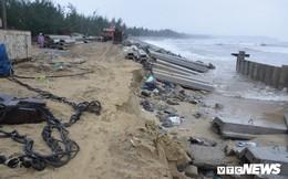 Ảnh: Kè cứng dang dở, sóng lớn đánh tan nát bờ biển xã đảo ở Quảng Nam