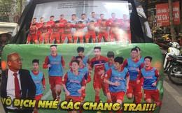 """Muôn kiểu trang trí xe """"chất như nước cất"""" trước trận bán kết Việt Nam đấu Philippines"""