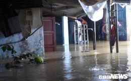 Lũ kéo về giật đổ tường, Đông Hà, Quảng Trị chìm trong biển nước