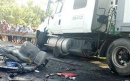 Xe container nổ bánh trước, tông 5 xe máy khiến 12 người nhập viện