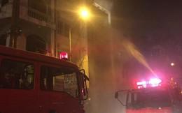 Cháy lớn quán karaoke trong đêm, khách hát tán loạn chạy thoát thân
