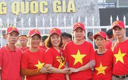 Gia đình cầu thủ Văn Đức và Trọng Hoàng dù say xe vẫn vượt 300km ra Hà Nội tiếp sức cho đội tuyển Việt Nam