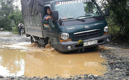 Đà Nẵng: Ám ảnh với 22 km đường ĐT 601 biến thành ao sau mưa lớn