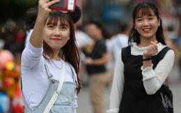 Hàng vạn người đổ về phố đi bộ Nguyễn Huệ đón năm mới