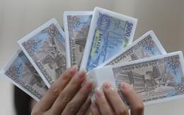 Xử lý hành vi đổi tiền lẻ trái luật: Quá khó?