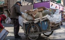 Thảm cảnh của người già Hàn Quốc: Chạy ăn từng bữa, tự tử để chấm dứt sự đày đọa