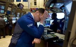 """Dow Jones """"bay"""" gần 500 điểm vì nhà đầu tư hoảng loạn trước dấu hiệu cảnh báo suy thoái kinh tế"""