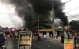 Lửa bao trùm chợ suốt đêm, 400 ki ốt ở Thanh Hóa bị thiêu rụi