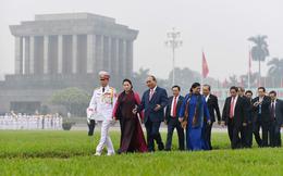 Đại biểu Quốc hội Lăng viếng Bác trước khi khai mạc kỳ họp