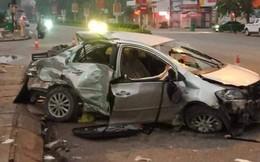 NÓNG: Xe khách đâm taxi ở ngã tư khiến 3 hành khách tử vong, tài xế nguy kịch