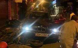 Xe sang BMW biển đẹp tông liên hoàn trên phố Hà Nội, 5 người nhập viện