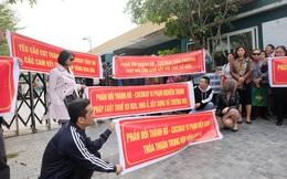 """Bị """"lật kèo"""", khách hàng Cocobay Đà Nẵng ùn ùn kéo đến trụ sở Thành Đô đòi quyền lợi"""