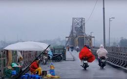 Gió mùa Đông Bắc tràn về, Hà Nội mưa rét