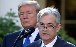 Tổng thống Trump đụng độ FED, Dow Jones thủng 26.000 điểm