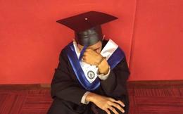 Cử nhân Philippines gục khóc trong ngày ra trường: 4 lần tốt nghiệp loại xuất sắc, bố mẹ không đến 1 lần nào