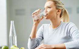 Khi uống đủ nước, cơ thể bạn sẽ nhận được đủ kiểu lợi ích không ngờ: Không những chậm lão hóa mà còn cải thiện tâm trạng, tăng khả năng tập trung