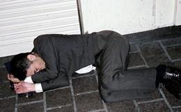 Mặt tối của văn hóa làm việc như thiêu thân của người Nhật: Tận lực với công việc để rồi ngủ gục ngay cả trên đường phố giữa đêm