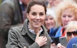 """Hãy xem phản ứng của Công nương Kate Middleton khi bị 1 bé gái hỏi: """"Tại sao cô không mặc váy công chúa Elsa?"""""""