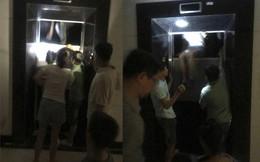 Hà Nội: Hãi hùng cảnh cạy cửa thang máy giải cứu nhiều người mắc kẹt bên trong