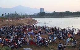 Hà Nội nóng rát, 'bãi biển' ngoại thành ngàn người tắm mát