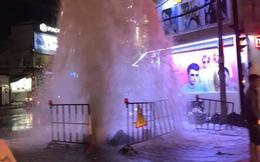 Xuất hiện 'vòi rồng' giữa phố Sài Gòn, dân chạy tán loạn