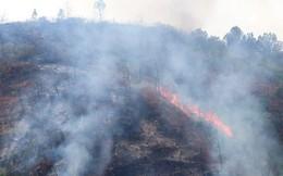 Lửa tiếp tục cháy trên núi Mồng Gà