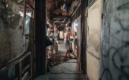 """Khu tập thể gỗ xuống cấp nghiêm trọng tồn tại gần 70 năm giữa lòng Hà Nội: Không nhà vệ sinh, là """"lãnh thổ"""" của bầy chuột sinh sôi"""