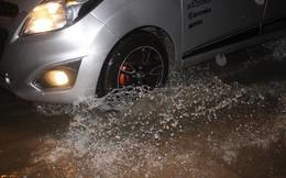 Nhà dân Hà Nội mênh mông nước vì mưa lớn vào đêm muộn ngày Vu lan