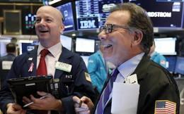 """Nhà đầu tư """"thở phào"""" khi kết thúc một tháng đầy biến động, chứng khoán Mỹ được bao trùm bởi """"sắc xanh"""""""