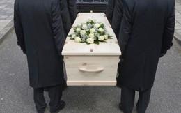"""""""Tôi đã tham dự đám tang của chính mình"""": Trào lưu kỳ quặc tại Anh, nhưng ý nghĩa đằng sau mới khiến ai cũng rơi lệ!"""