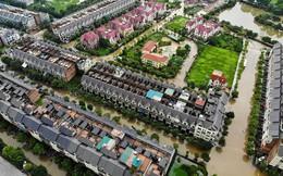 """""""Làng"""" biệt thự triệu đô Hà Nội lại chìm trong biển nước, dân chèo thuyền vào nhà"""
