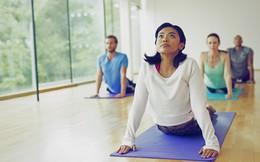 """Chuyên gia yoga tiết lộ 5 mẹo """"nhỏ nhưng có võ"""" để tránh bị đau lưng khi tập: Dễ áp dụng và cực hiệu quả!"""