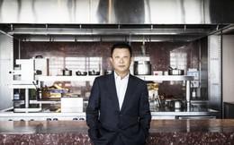 """Xô đổ kỷ lục 10 năm, """"vua lẩu"""" gốc Trung thành tỷ phú giàu nhất Singapore: Bỏ học để mở nhà hàng lẩu dù không biết nấu, coi trọng nhân viên hơn cả khách hàng!"""