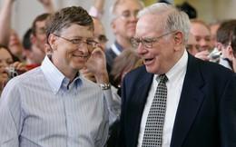 """Mất 46 năm, Bill Gates mới ngộ ra sứ mệnh suốt phần đời còn lại của mình nhờ bài phát biểu đầy cảm hứng: Đến Warren Buffett cũng phải khen """"Tuyệt vời"""" tận 3 lần!"""