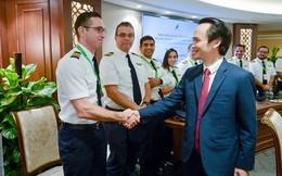 """Ngắm dàn tiếp viên hàng không Bamboo Airways được ông Trịnh Văn Quyết cho """"lên sóng"""""""