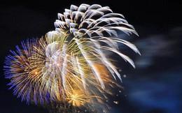 Nhìn lại những khoảnh khắc pháo hoa rực rỡ trời đêm, Sài Gòn hân hoan đón chào năm mới 2019