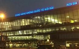 """Cảng vụ hàng không miền Bắc nói về thông tin """"xe biển xanh đón người nhà lãnh đạo ở cầu thang máy bay"""""""