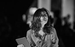 Không kìm được cảm xúc, nữ diễn viên múa vai mẹ bé Hải An khóc nức nở sau cánh gà sân khấu đêm Gala WeChoice Awards 2018