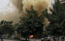 Cháy quán cháo ếch ở Hà Nội, cột khói bao trùm cả góc phố