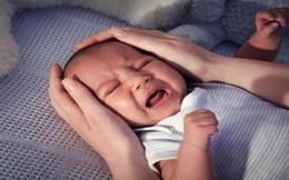 Khi trẻ ngã từ trên giường xuống đất, cha mẹ không nên đỡ trẻ lên luôn mà đây mới chính là điều cần làm