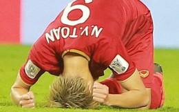 Văn Toàn đổ gục sau trận thua, ai nhìn hình ảnh này cũng muốn vào sân kéo cậu ấy đứng dậy