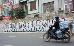 Cả đoạn đường hơn 300 tỷ đồng ở Hà Nội bị vẽ bẩn khi mới đưa vào sử dụng