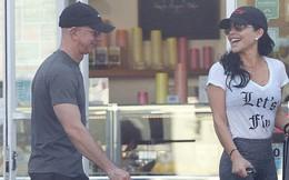 Lộ ảnh tình tứ của tỷ phú Jeff Bezos cùng nhân tình trước ngày thông báo ly hôn 2 tháng