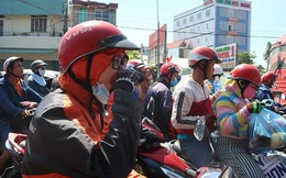 Người miền Tây 'đội nắng' về lại TPHCM