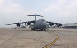 Tàu bay hạng nặng C-17 phục vụ đoàn Tổng thống Trump mang gì đến Nội Bài?